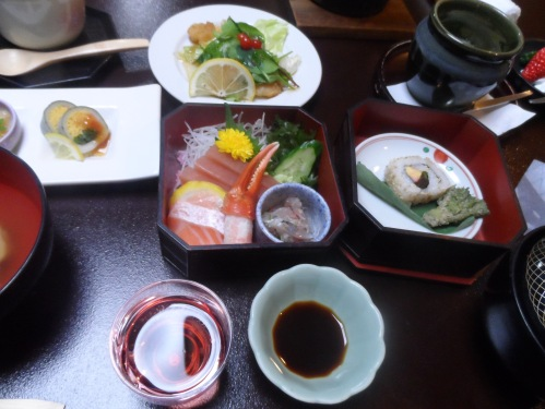 See that sashimi course right there in the middle. Yeah, I got to eat that and you didn't.